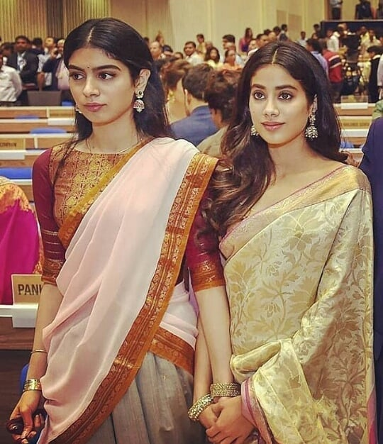 janhvi kapoor with her sister khushi kapoor