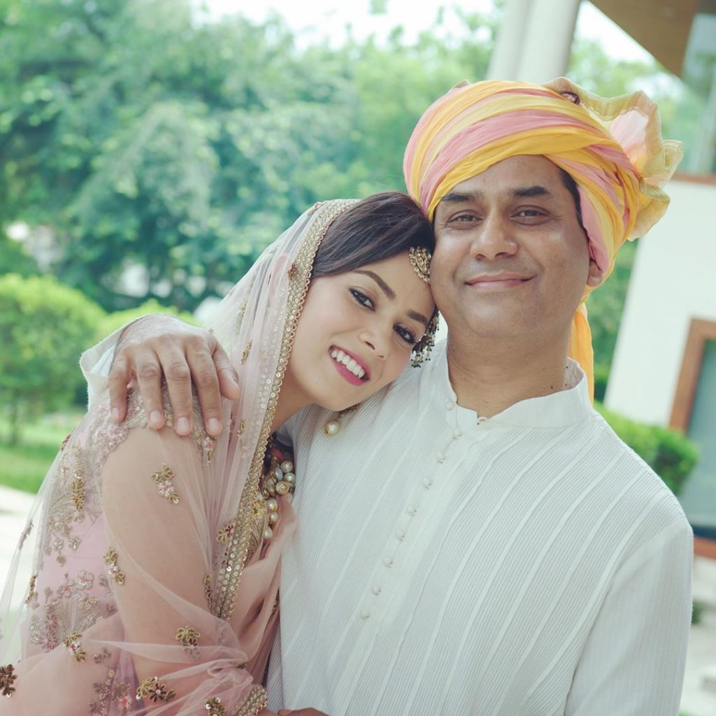 Mira kapoor with her father