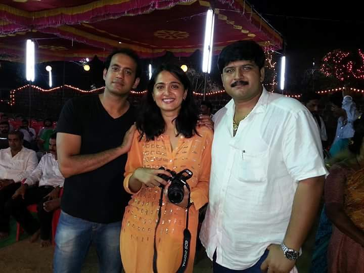 Anushka Shetty With Her Brothers
