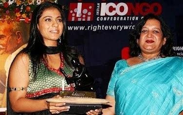 Kajol receiving Karmaveer Puraskaar award