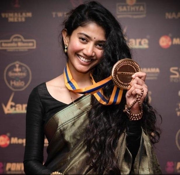 Sai Pallavi won Behindwoods Gold Medal In 2017