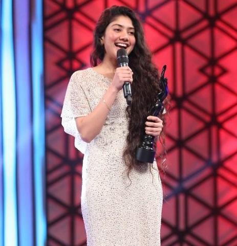 Sai Pallavi won Best Actress Debut at 63rd Britannia Filmfare Awards South