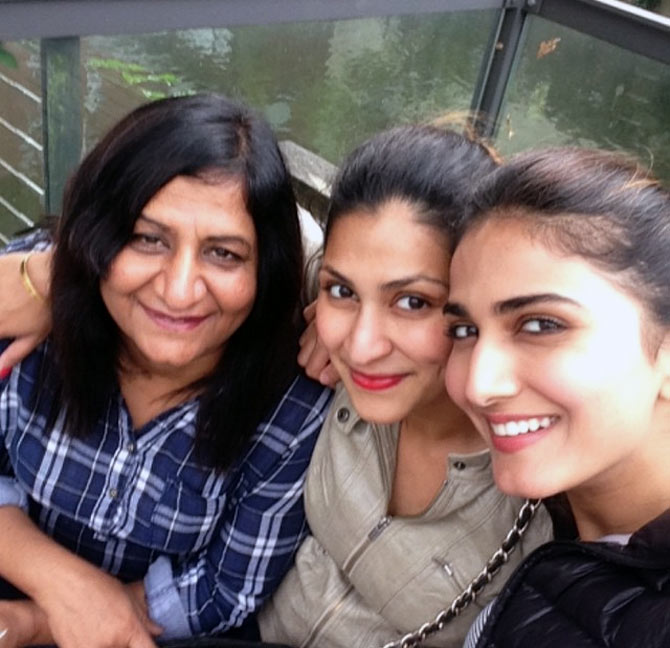 Vaani Kapoor With Her Mother and Sister