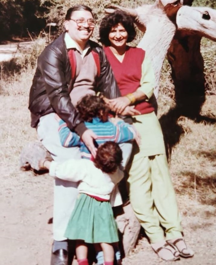 Vaani Kapoor with her parents in her Childhood Picture