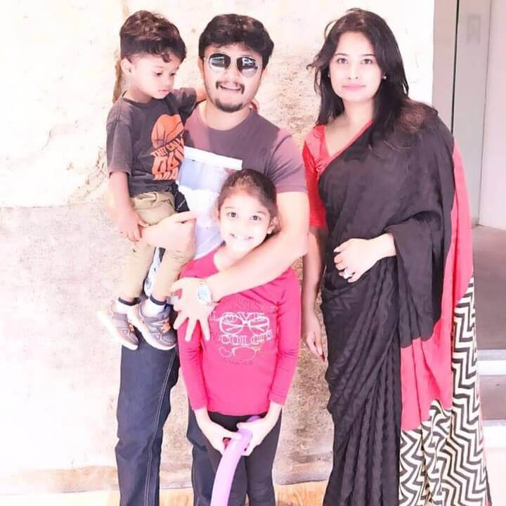 Ganesh (actor) with his wife and Children's