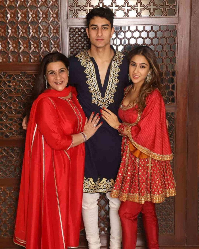 Sara Ali Khan with her Mother and brother