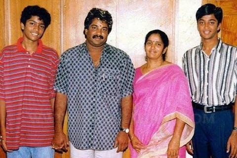 Allari Naresh with his Family