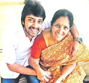 Allari Naresh with his Mother Saraswati Kumari
