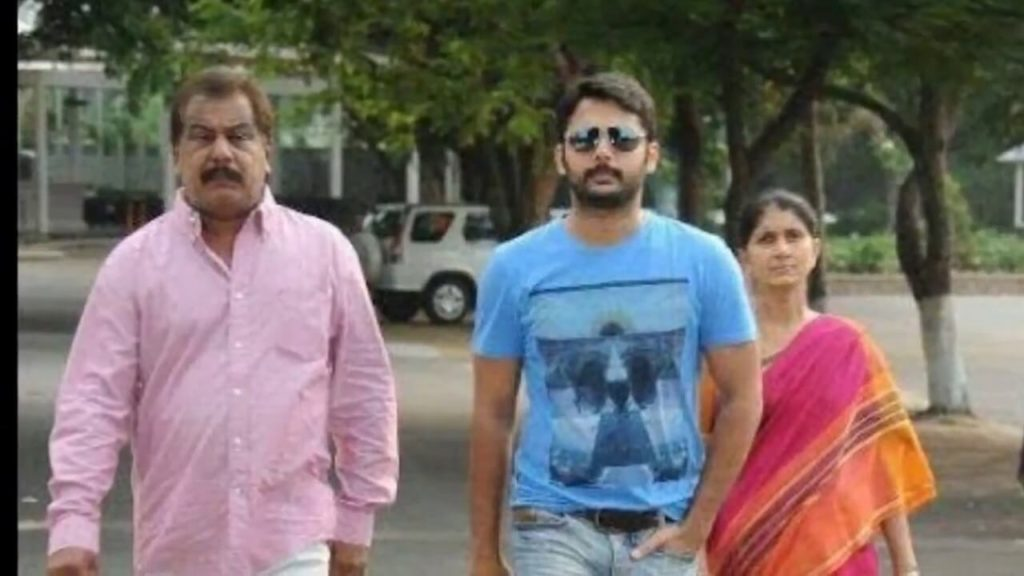 Nithiin with his Parents