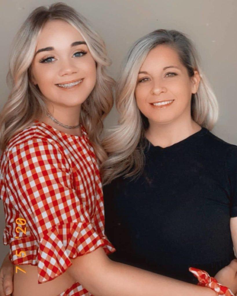 Jaycie Nicole Memmott with her Mother